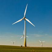 """Постер, картина, фотообои """"Ветер турбина - альтернативных и зеленый источник энергии"""""""