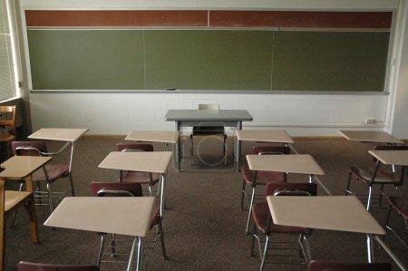 Photo pour Salle de classe vide College - image libre de droit