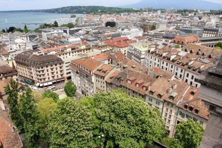 Photo pour Vue panoramique de Genève (Suisse) de la cathédrale saint pierre - image libre de droit