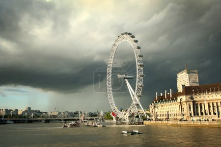 Photo pour Les divertissements de Merlin London Eye - image libre de droit