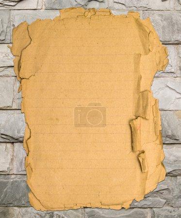 Photo pour Vieux papier sur briques décoratives - image libre de droit