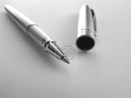 Photo pour Gros plan du stylo d'écriture - image libre de droit
