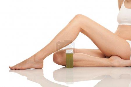Photo pour Femelles épilatoires jambes, gros plan, isolées sur blanc - image libre de droit