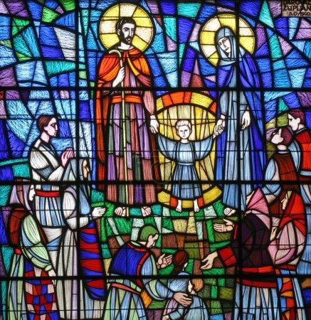 Foto de Sagrada familia, vidrieras - Imagen libre de derechos