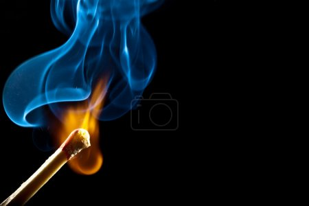 Foto de Ignition of match with smoke, isolated on black background - Imagen libre de derechos