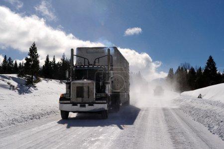 semi-remolque tuck en carretera helada