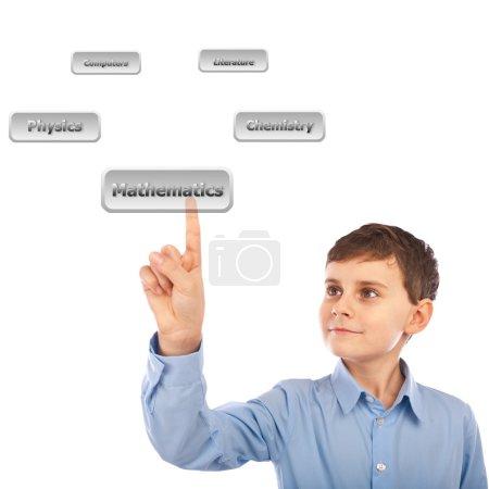 Photo pour Écolier choisir ses cours, en faisant défiler une liste virtuelle de boutons avec des classes - image libre de droit