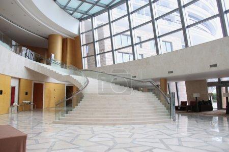 Photo pour Tout nouveau Hall de l'hôtel sans personne - image libre de droit