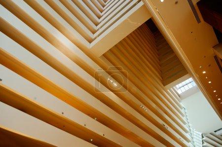 Photo pour Couches de bâtiment modernes de structure de plancher et atmosphère charmante de lumière - image libre de droit