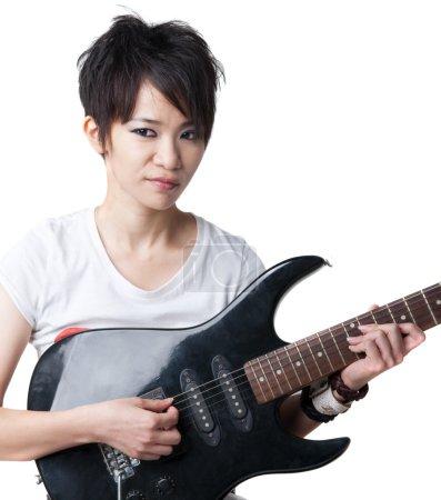 Photo pour Rockstar punk tenant une guitare - image libre de droit