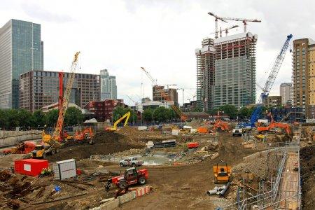 Photo pour Niveau de nouveau site de construction de bâtiments de terre - image libre de droit