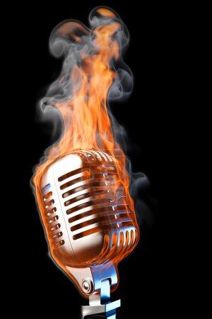 Photo pour Vieux micro en flammes. isolé sur noir . - image libre de droit
