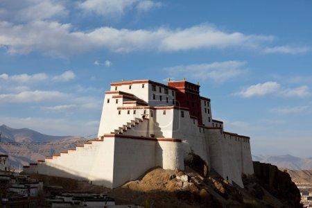 Photo pour Ancienne forteresse tibétaine à Gyantse, Tibet - image libre de droit