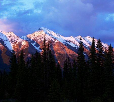 Photo pour Montagnes canadiennes - image libre de droit