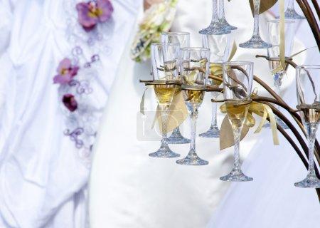 Photo pour Coupes de champagne en rack - image libre de droit