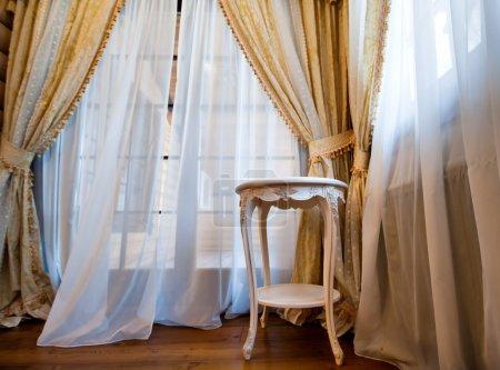 Photo pour Intérieur de chambre vintage de luxe. Grand angle - image libre de droit