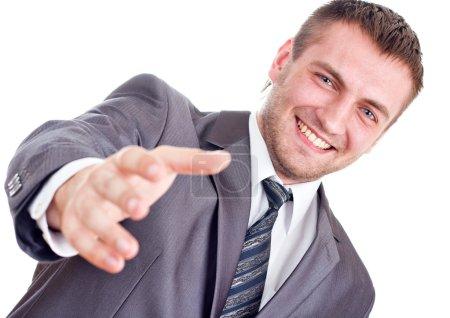 Photo pour Un homme d'affaires souriant va se serrer la main. Isolé sur blanc - image libre de droit
