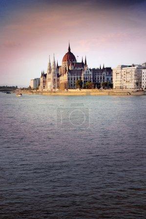Photo pour Photo du parlement hongrois à Budapest - image libre de droit