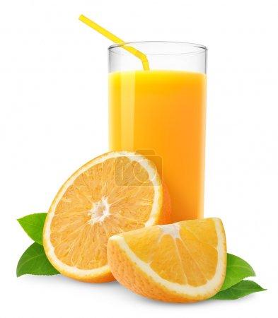 Photo pour Jus d'orange et tranches d'orange isolées sur blanc - image libre de droit