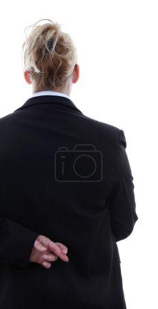 Photo pour Femme d'affaires menteuse avec les doigts croisés au dos sur fond blanc - image libre de droit