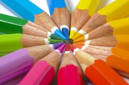 Photo pour Crayon de couleur en cercle - image libre de droit