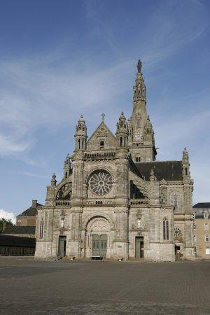 Photo pour Basilique Sainte Anne d'auray, en Bretagne, où le jean paul 2 est décédé il y a quelques années . - image libre de droit