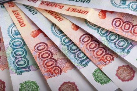 Photo pour Billets russes un et cinq mille Roubles - image libre de droit