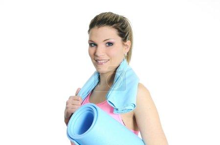 Photo pour Jeune femme en vêtements de sport avec accessoires de fitness - image libre de droit