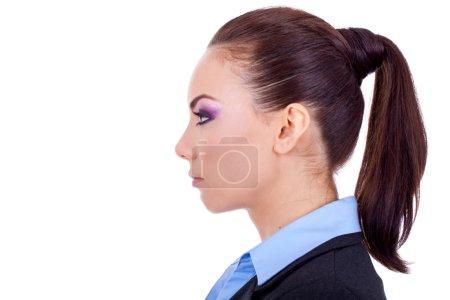 Foto de Perfil lateral de una joven morena atractiva, aislado sobre un fondo blanco - Imagen libre de derechos