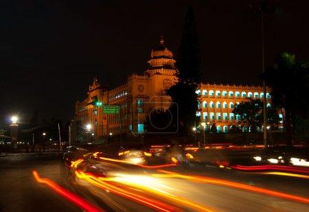 Photo pour La législature de l'état de construction, le vidhana soudha, nuit à bangalore - image libre de droit