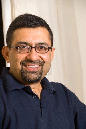 Photo pour Portrait d'un homme indien - image libre de droit