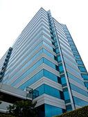 """Постер, картина, фотообои """"высотное офисное здание, сделанное из бетона и стекла"""""""