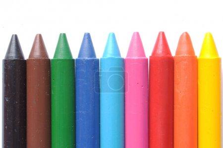 Photo pour Différents crayons de cire de couleur isolés sur fond blanc - image libre de droit