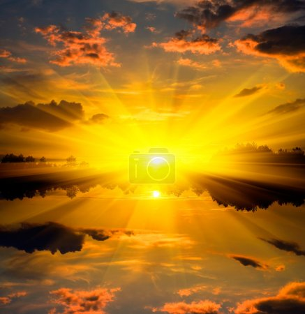 Photo pour Coucher de soleil sur l'eau réflexion - image libre de droit