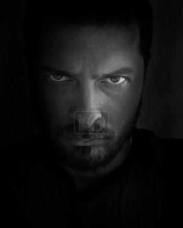 Foto de Discreta retrato del hombre que da miedo mirar - Imagen libre de derechos