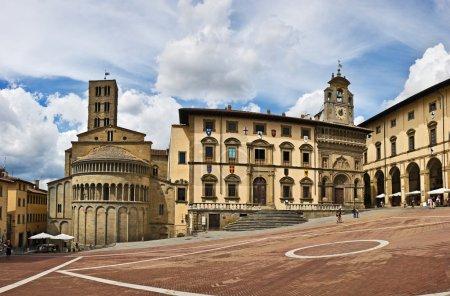 sur la place Piazza grande à arezzo, Toscane, Italie