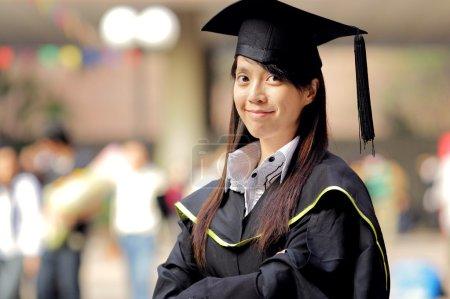 Photo pour Asiatique fille graduation - image libre de droit