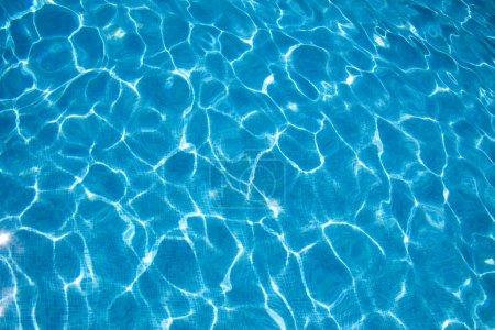 Wasserstruktur des blauen Pools