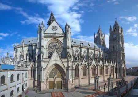 Photo pour La basilique du National est une église catholique romaine située dans le centre historique de Quito Equateur - image libre de droit
