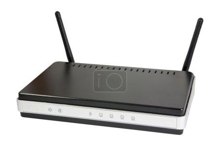 Photo pour Nuevo router wifi negro con dos antenas. aislado sobre fondo blanco con trazado de recorte. - image libre de droit