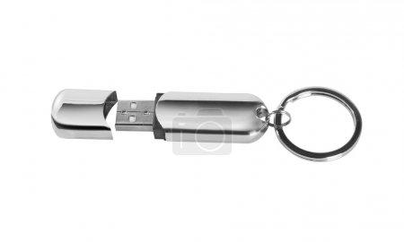 Mémoire flash USB isolée sur fond blanc.