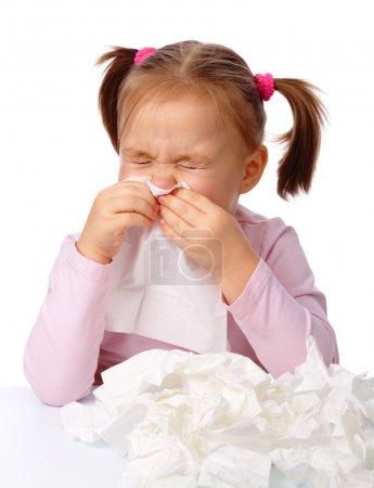 Photo pour Petite fille souffle son nez, isolé sur blanc - image libre de droit