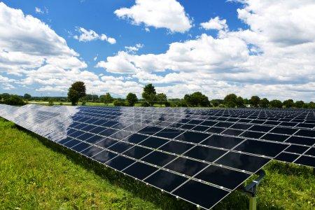 Foto de Paneles solares Tecnología de energía Antecedentes en la naturaleza - Imagen libre de derechos