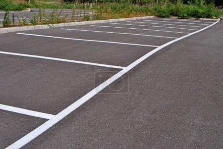 Photo pour Parking pour les voitures - image libre de droit