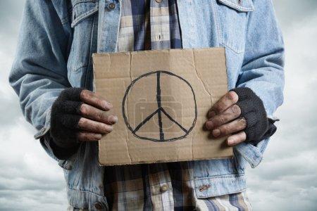 Photo pour SDF en carton, sélective mettant l'accent sur la partie la plus proche - image libre de droit