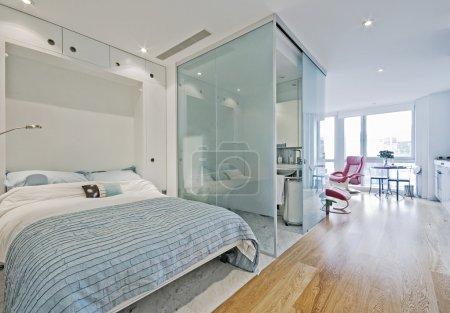 Photo pour Appartement de studio de luxe avec rabattables de lit - image libre de droit