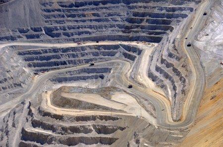 Photo pour Gros plan sur l'excavation à ciel ouvert de la mine de cuivre - image libre de droit