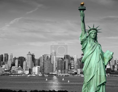 Photo pour Photo new york city skyline statue liberté tourism concept - image libre de droit
