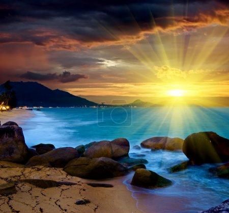 Photo pour Magnifique mer au coucher du soleil . - image libre de droit