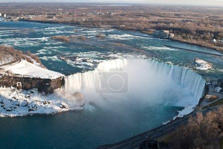 Photo pour Les chutes Horseshoe à Niagara Falls prises d'en haut du côté canadien . - image libre de droit